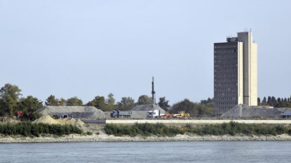 vituki toronyház bontása
